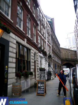 Professional Window Cleaning in Broadgate EC2